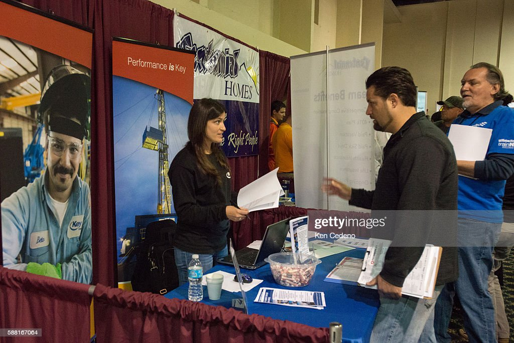 Justin Chester Right From Las Vegas N V Talks With Amy News Photo Getty Images