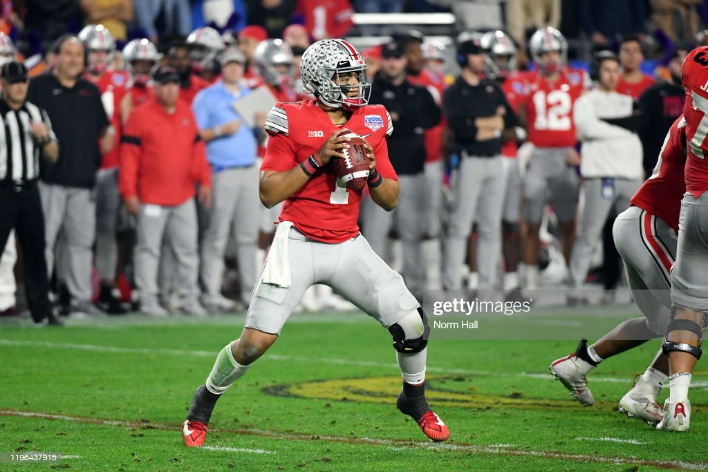College Football Playoff Semifinal at the PlayStation Fiesta Bowl - Clemson v Ohio State : News Photo