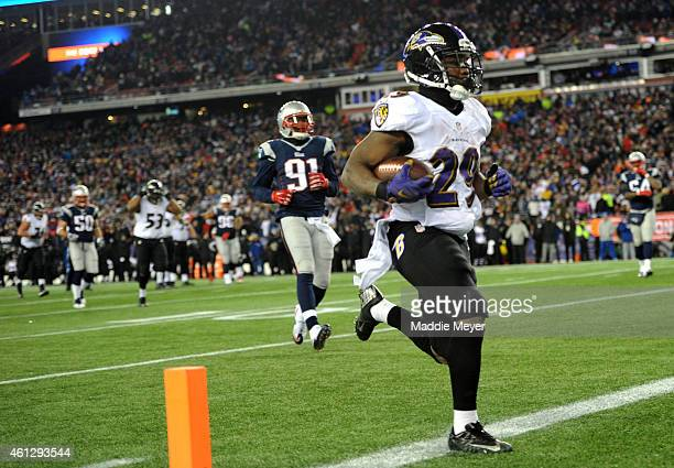 Justin Forsett of the Baltimore Ravens runs for a touchdown in the third quarter against the New England Patriots during the 2015 AFC Divisional...