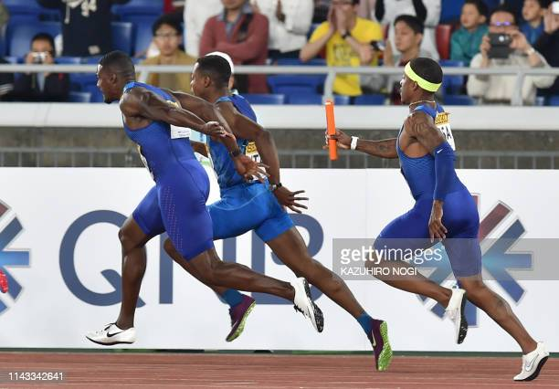 TOPSHOT Justin Gatlin of the US waits for a batton from his teammate Michael Rodgers during the men's 4x100 metres relay final at the IAAF World...