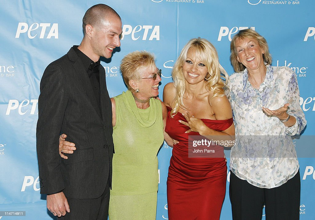 PETA Hosts Pamela Anderson's 40th Birthday Party - Arrivals : News Photo