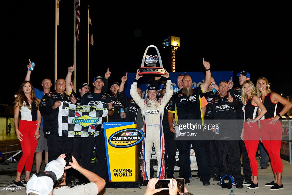 NASCAR Camping World Truck Series Villa Lighting delivers the Eaton 200 : Foto jornalística