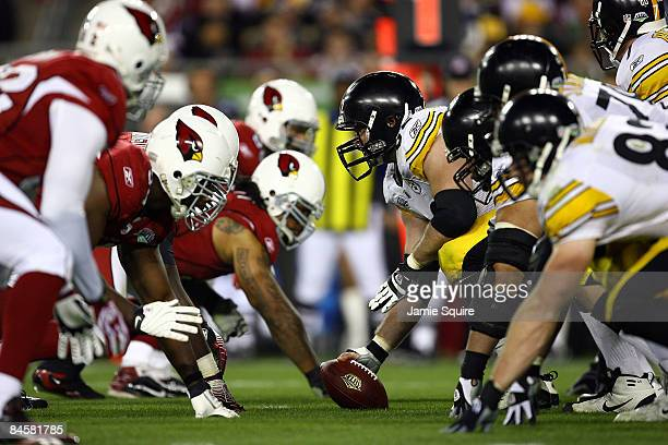 Justin Hartwig of the Pittsburgh Steelers centers the ball at the line of scrimmage against the Arizona Cardinals during Super Bowl XLIII on February...