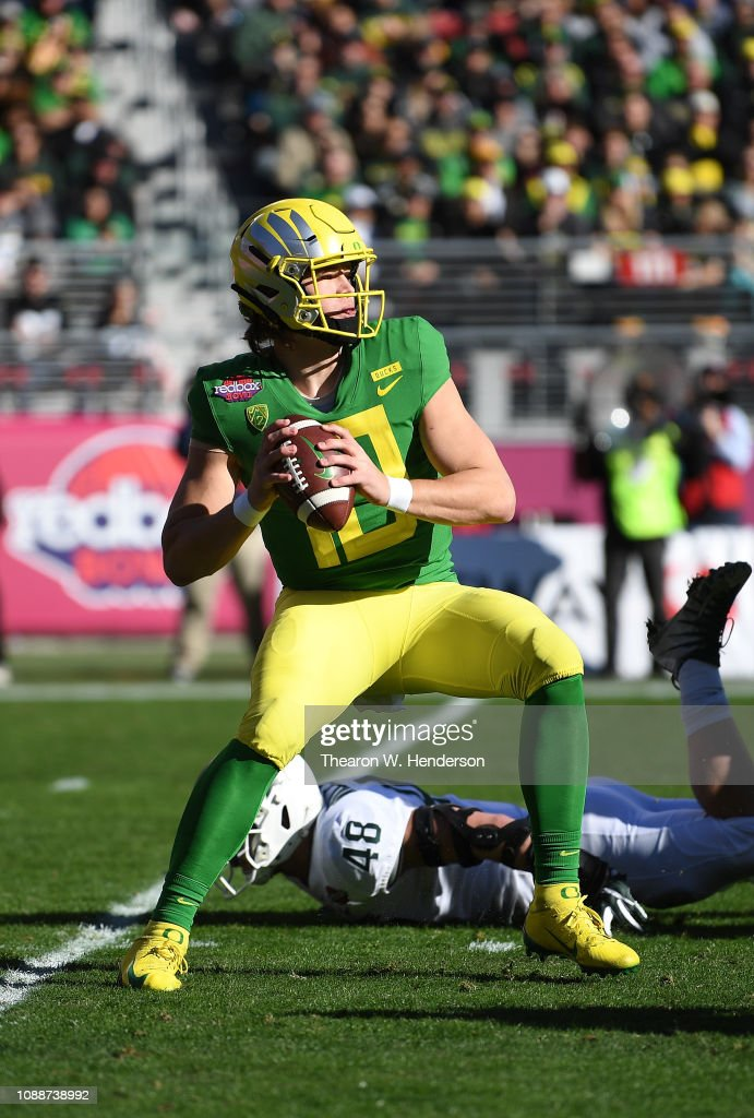 Redbox Bowl - Michigan State v Oregon : News Photo