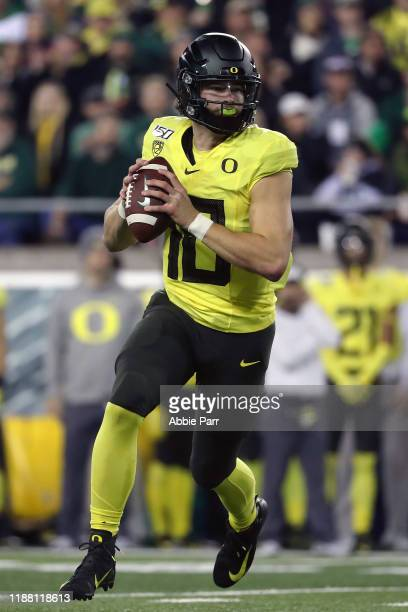 Justin Herbert of the Oregon Ducks looks to throw the ball in the first quarter against the Arizona Wildcats during their game at Autzen Stadium on...