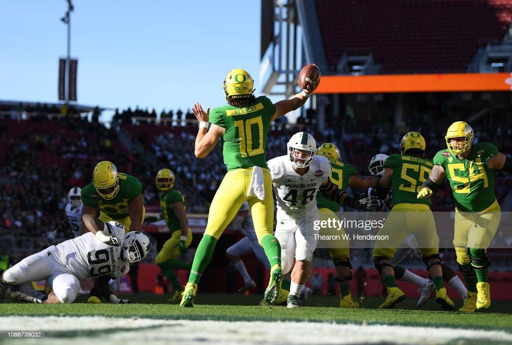 Redbox Bowl - Michigan State v Oregon : News Photo