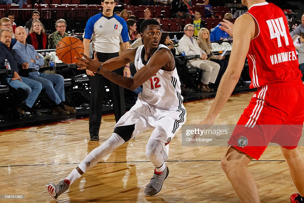 Justin Holiday #12 of the Idaho Stampede moves the ball against the Maine Red Claws during the NBA D-League game on December 26, 2012 at CenturyLink Arena in Boise, Idaho.