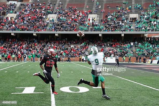 Justin Hunt of the Marshall Thundering Herd makes a 32yard touchdown reception against De'Andre Simmons of the Western Kentucky Hilltoppers in the...