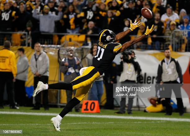 Justin Hunter of the Pittsburgh Steelers cannot make a catch on a pass by Ben Roethlisberger in the second quarter during the game against the Los...