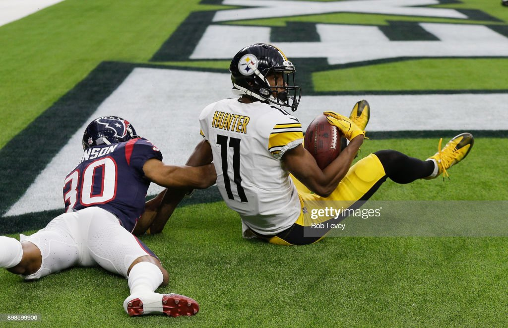 Justin Hunter #11 of the Pittsburgh Steelers catches a pass in the corner of the endzone in the second quarter as Kevin Johnson #30 of the Houston Texans defends at NRG Stadium on December 25, 2017 in Houston, Texas.