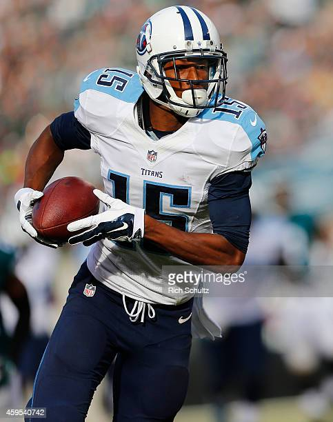 Justin Hunter of the Tennessee Titans runs for a touchdown after making a catch in the second quarter of the game against the Philadelphia Eagles at...