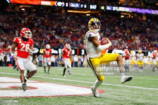 Justin Jefferson of the LSU Tigers scores a touchdown in the third quarter against the Georgia Bulldogs during the SEC Championship game at...
