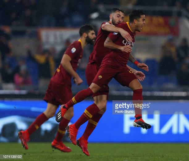 Justin Kluivert with his teammates of AS Roma celebrates after scoring the team's second goal during the Serie A match between AS Roma and Genoa CFC...