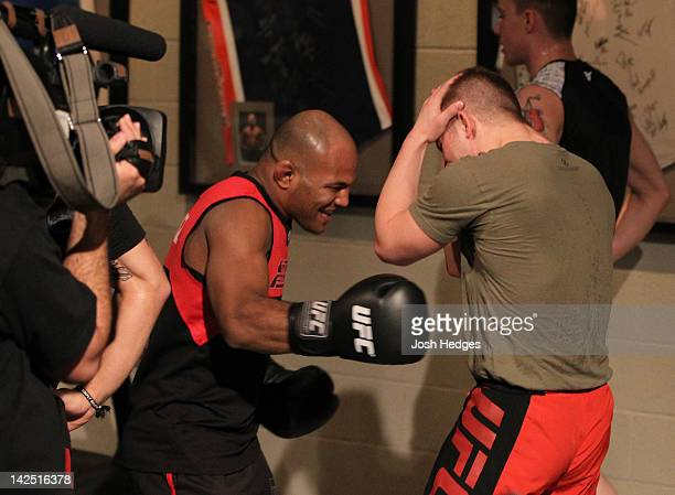 Justin Lawrence absorbs punches to the stomach by assistant coach Wilson Reis during a Team Cruz training session during season fifteen of The...