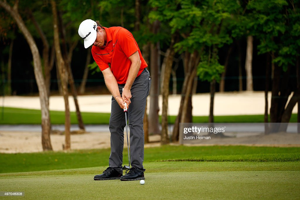 Justin Leonard of the United States putts on the 9th hole green during the second round of the OHL Classic at the Mayakoba El Camaleon Golf Club on November 13, 2015 in Playa del Carmen, Mexico.