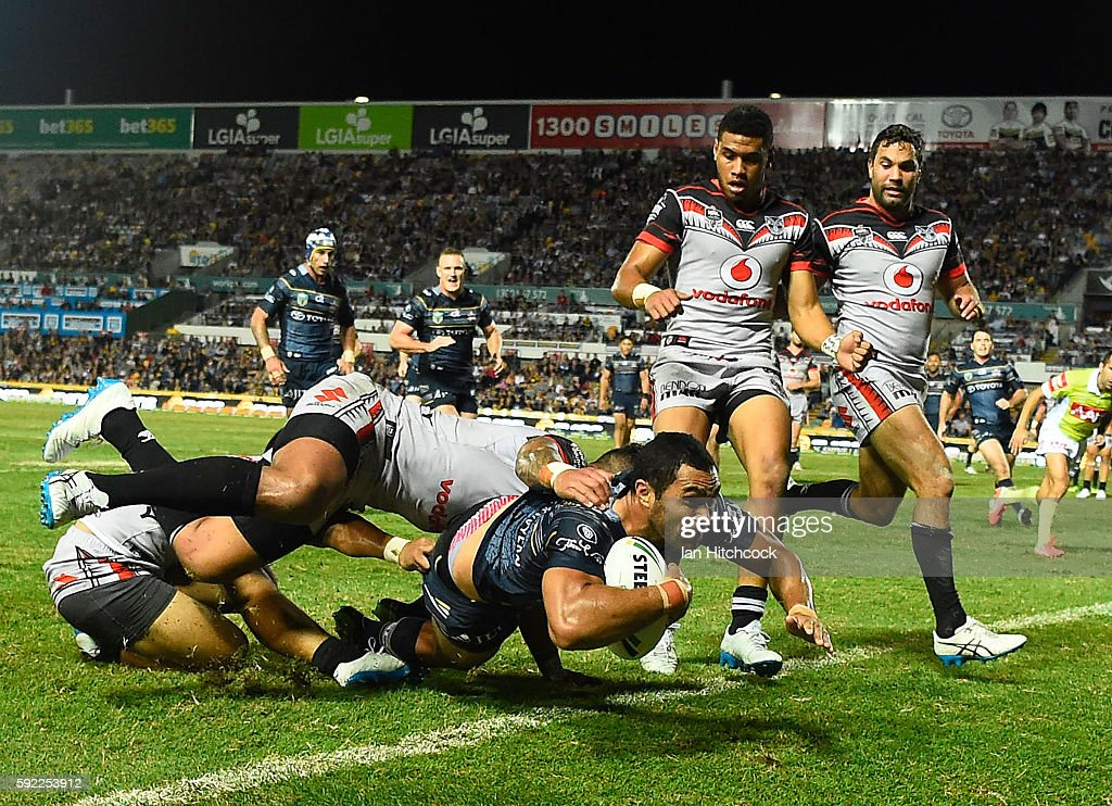 Justin O'Neil of the Cowboys scores a try during the round 24 NRL match between the North Queensland Cowboys and the New Zealand Warriors at 1300SMILES Stadium on August 20, 2016 in Townsville, Australia.