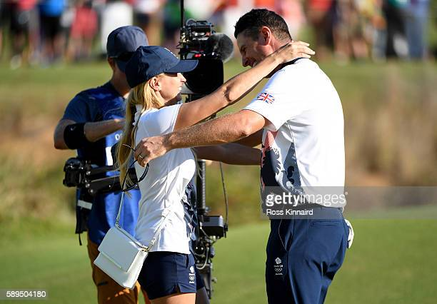 Justin Rose of Great Britain celebrates with his wife Kate after winning in the final round of men's golf on Day 9 of the Rio 2016 Olympic Games at...