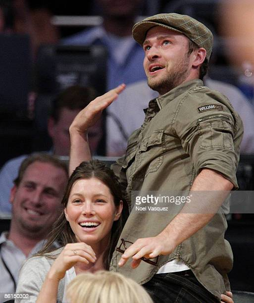 Justin Timberlake and Jessica Biel kiss at the Los Angeles Lakers vs Utah Jazz game at Staples Center on April 21 2009 in Los Angeles California
