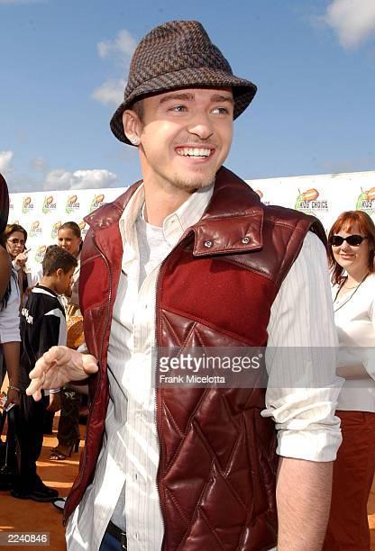 Justin Timberlake attends Nickelodeon's 16th Annual Kid's Choice Awards at the Barker Hangar, April 12, 2003 in Santa Monica, California.