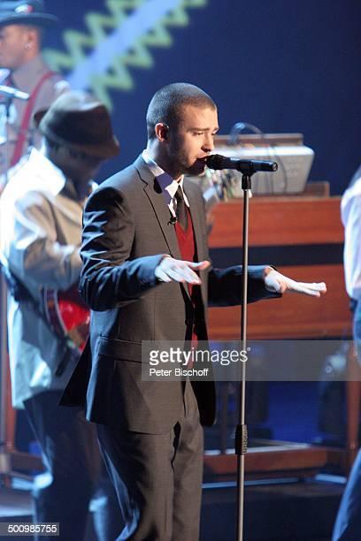 """Justin Timberlake , Background-Musiker, 164. ZDF-Show """"Wetten, dass?"""", Düsseldorf, Deutschland, , P.-Nr. 1624/2006, """"Halle 6""""-""""Düsseldorfer Messe"""",..."""