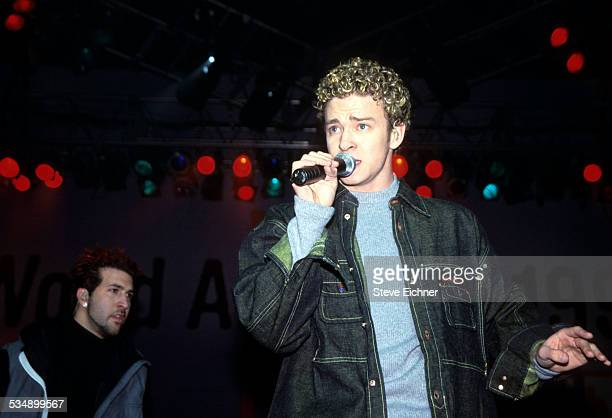 Justin Timberlake of N'Sync performs at World Aids Day Benefit Beacon Theater New York December 1999