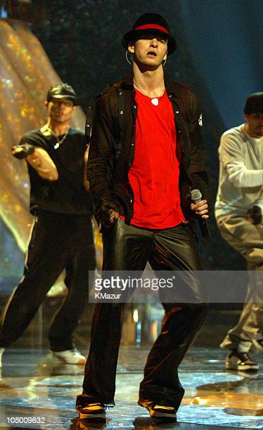 Justin Timberlake performs at the 2002 MTV Video Music Awards