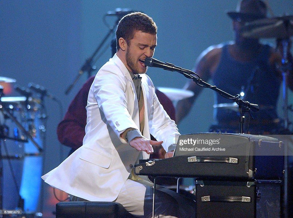 Justin Timberlake performs 'Senorita'