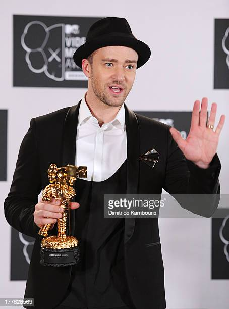 Justin Timberlake poses with Michael Jackson Video Vanguard Award in the press room at the 2013 MTV Video Music Awards at the Barclays Center on...