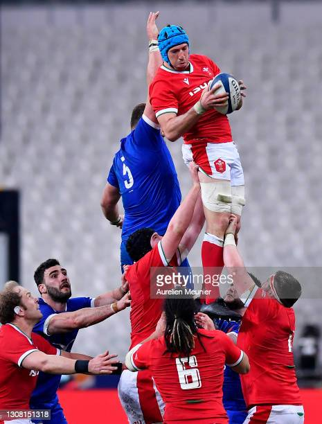 Justin Tipuric of Wales wins the ball in the lineout during the Guinness Six Nations match between France and Wales at Stade de France on March 20,...