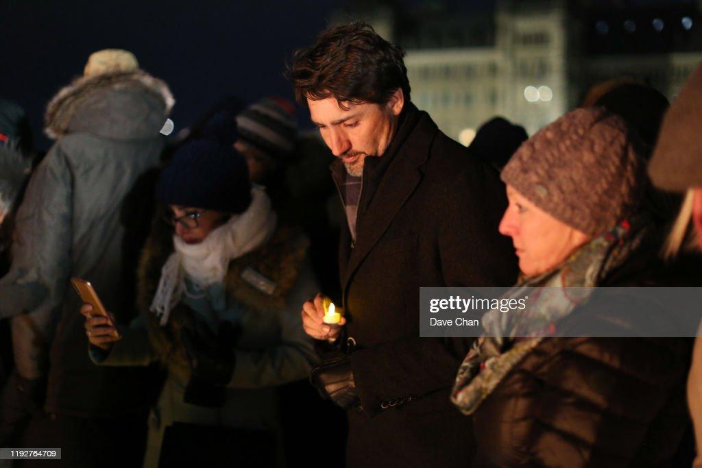 Vigil Held In Ottawa For Victims Of Ukraine International Airlines Crash : Nieuwsfoto's