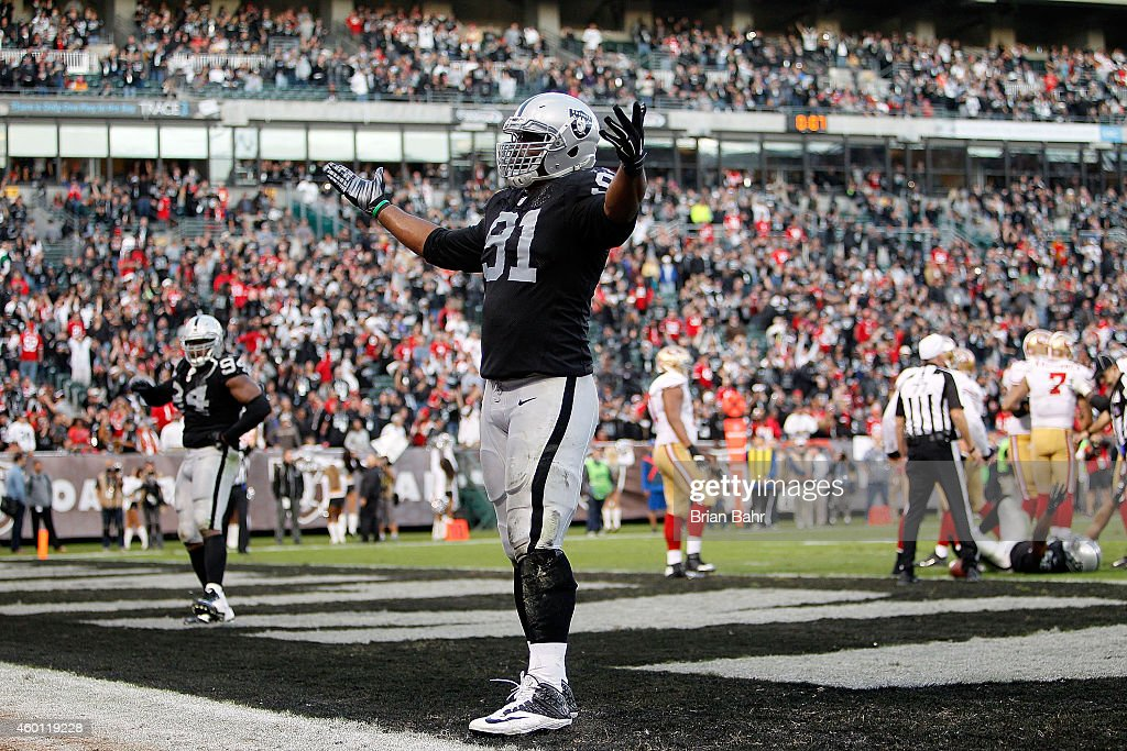 Justin Tuck #91 of the Oakland Raiders celebrates with his fans in the fourth quarter against the San Francisco 49ers at O.co Coliseum on December 7, 2014 in Oakland, California.