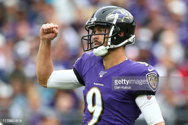 Justin Tucker of the Baltimore Ravens celebrates a field goal against the Cincinnati Bengals during the second half at MT Bank Stadium on October 13...