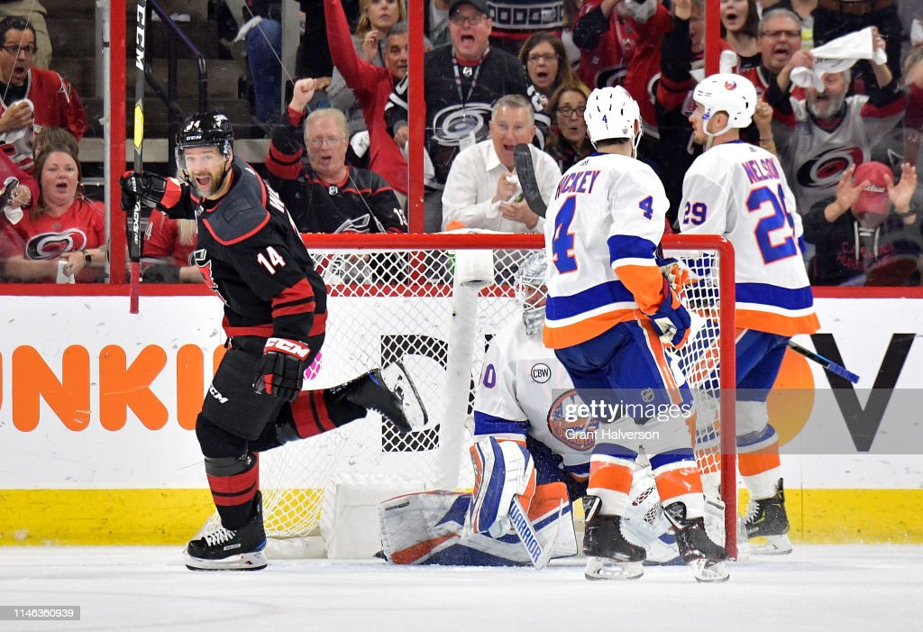 New York Islanders v Carolina Hurricanes - Game Three : News Photo