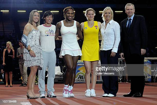 Justine Henin Francesca Schiavone Serena Williams Kim clijsters Martina Navratilova and Prime minister Yves Leterme pose for a portrait at King...