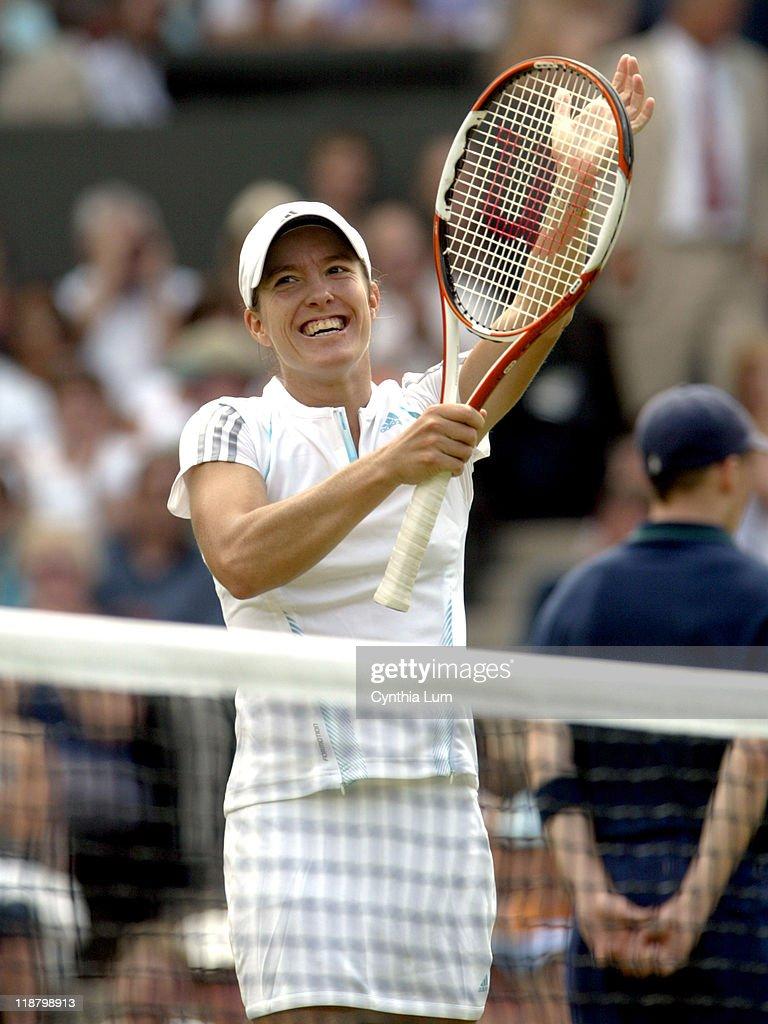 2006 Wimbledon Championship - Ladies Singles - Semifinals - Kim Clijsters vs Justine Henin-Hardenne : ニュース写真