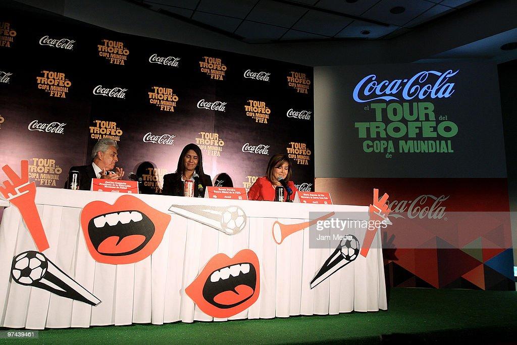 Fifa World Cup Trophy Tour In Mexico : Fotografía de noticias