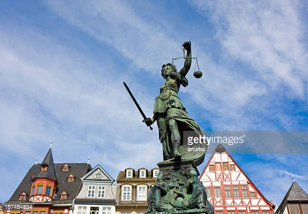 justitia and frankfurt - juror law stock pictures, royalty-free photos & images