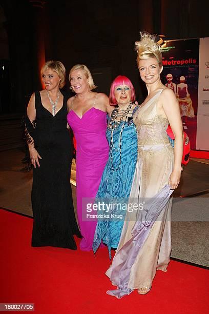 """Justizministerin De. Beate Merk, Susanne Wiebe, Zandra Rhodes Und Michaela Merten Bei Der """"2Nd International Fashion Night Munich"""" Am 030907 In..."""