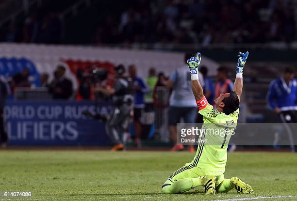 Justo Villar goalkeeper of Paraguay celebrates after a match between Argentina and Paraguay as part of FIFA 2018 World Cup Qualifiers at Mario...