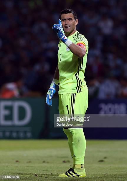 Justo Villar of Paraguay gestures during a match between Argentina and Paraguay as part of FIFA 2018 World Cup Qualifiers at Mario Alberto Kempes...