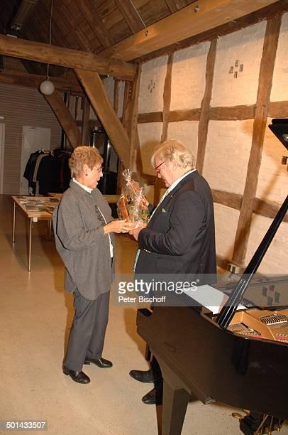 Justus Frantz Christa Zwanziger nach KlavierKonzert Mozarts R e i s e nach P a r i s Sein Weg in die Unabhängigkeit initiert durch Stiftung Worpswede...