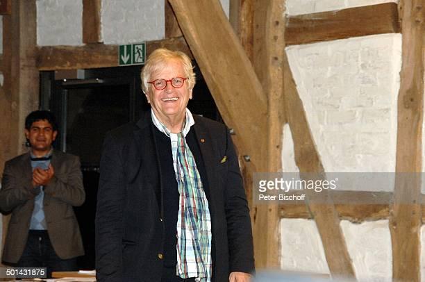 Justus Frantz dahinter Fan aus Publikum bei KlavierKonzert Mozarts R e i s e nach P a r i s Sein Weg in die Unabhängigkeit initiert durch Stiftung...