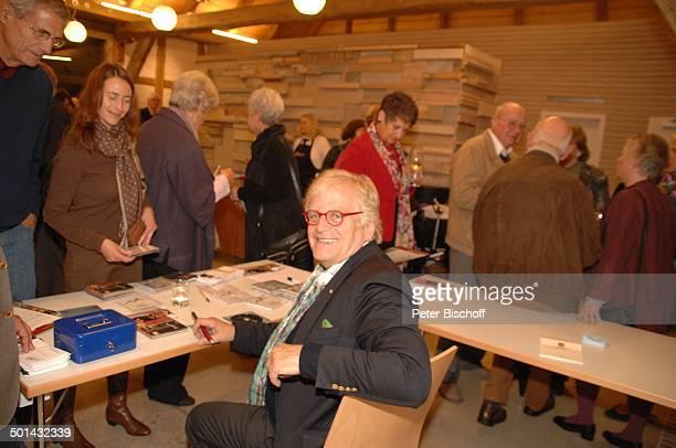 Justus Frantz Fans aus Publikum nach KlavierKonzert Mozarts R e i s e nach P a r i s Sein Weg in die Unabhängigkeit initiert durch Stiftung Worpswede...