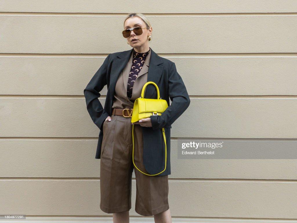 Street Style - Paris Fashion Week Womenswear Fall/Winter 2021/2022 : News Photo