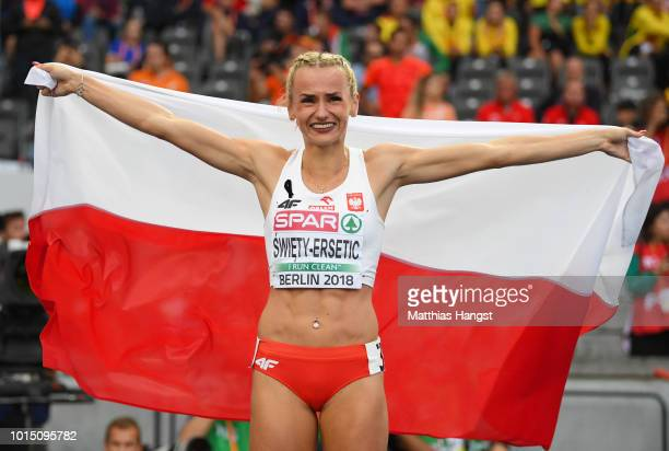 Justyna SwietyErsetic of Poland celebrates winning gold in the Women's 400 metres final during day five of the 24th European Athletics Championships...