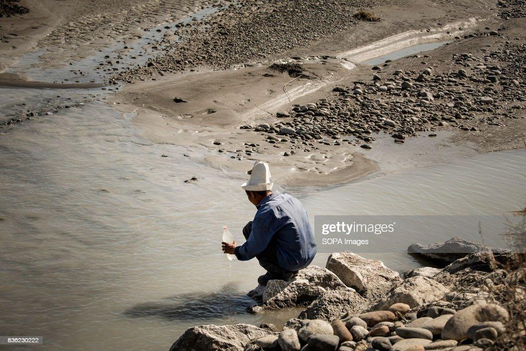No Clean Water in Kyrgyzstan Villages : Fotografia de notícias
