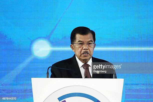 Jusuf Kalla, Indonesia's vice president, speaks at the Asia-Pacific Economic Cooperation CEO Summit in Manila, the Philippines, on Wednesday, Nov....