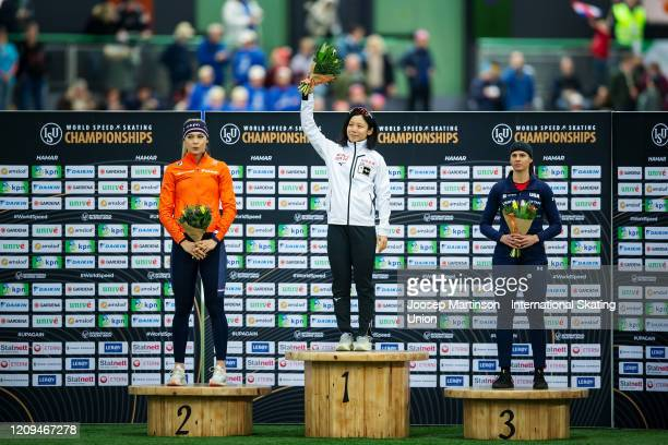Jutta Leerdam of Netherlands Miho Takagi of Japan and Brittany Bowe of the United States pose in the 2nd Ladies 1000m Sprint prize giving ceremony...