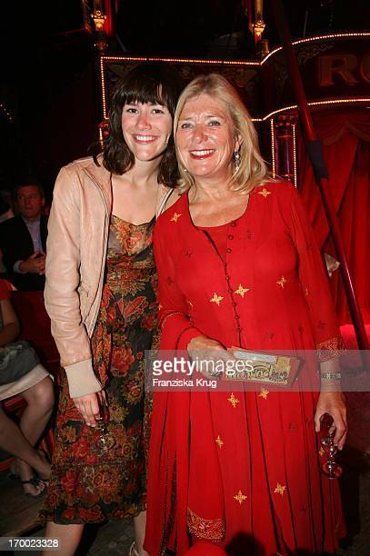 Jutta Speidel and daughter Antonia at the gala premiere of 30 years of Roncalli In Munich