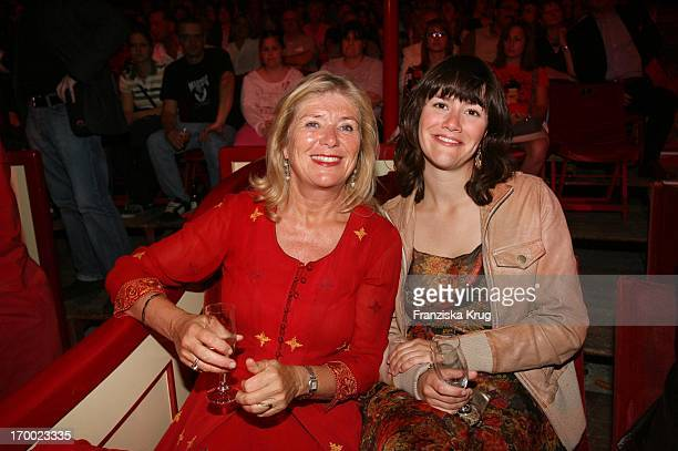 Jutta Speidel and daughter Antonia at the gala premiere of '30 years of Roncalli' In Munich
